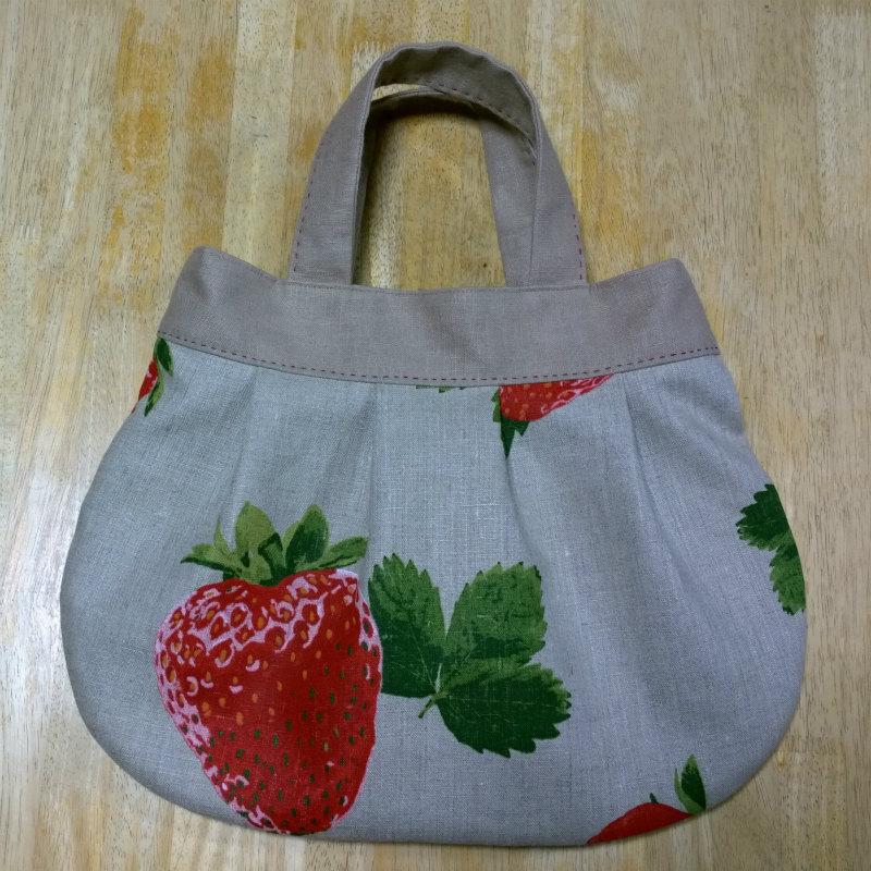 鎌倉スワニーの本掲載デザインバッグ●麻100%いちごのバッグ1