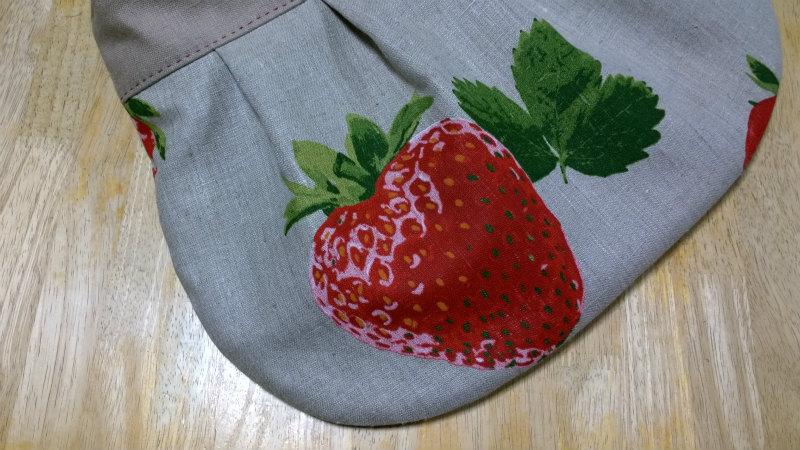 鎌倉スワニーの本掲載デザインバッグ●麻100%いちごのバッグ2