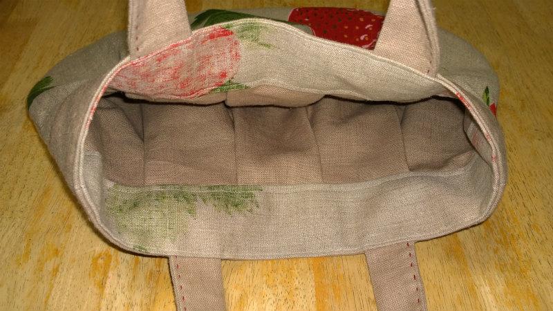 鎌倉スワニーの本掲載デザインバッグ●麻100%いちごのバッグ12