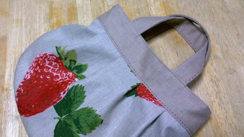 鎌倉スワニーの本掲載デザインバッグ●麻100%いちごのバッグ5