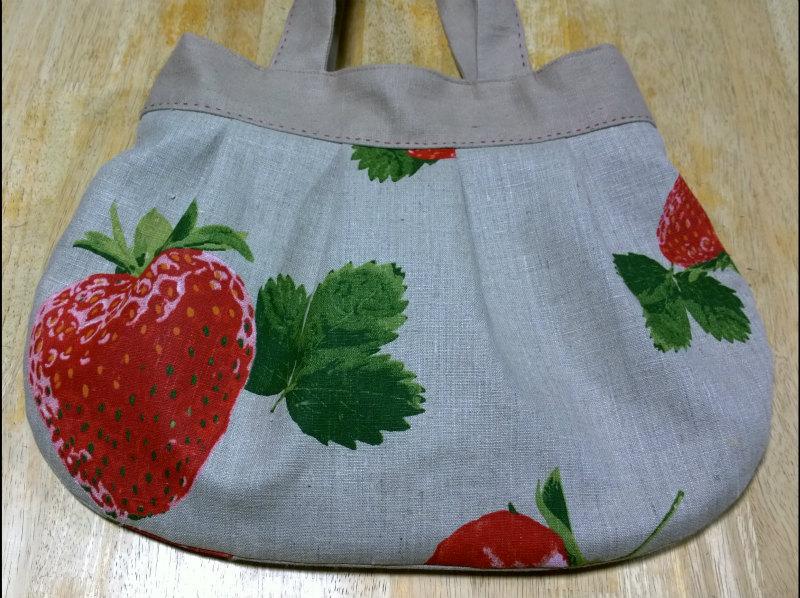 鎌倉スワニーの本掲載デザインバッグ●麻100%いちごのバッグ6